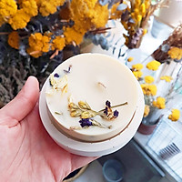 Nến thơm hương hoa hồng, trang trí hoa đậu biếc và hoa nhài