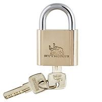 Ổ khóa cửa treo Huy Hoàng đồng bấm 4P HC-B38/6 / 5P HC-B52/8 / 6P HC-B63/10 - Khóa móc Con Voi làm bằng đồng thau màu vàng, cầu khóa làm bằng thép mạ phủ Ni + Cr - Khóa treo bấm (khi khóa không cần chìa)