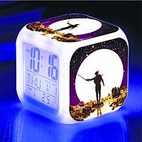 Đồng hồ báo thức để bàn in hình Jack Hoa hải đường