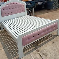 Giường sắt hộp giả gỗ màu trắng cao cấp có nệm trang trí 1m6 x2m