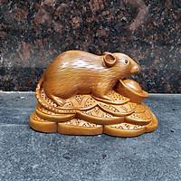 Tượng con chuột bằng gỗ bách xanh