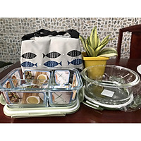 Bộ Hộp Cơm thủy tinh 3 ngăn cao cấp + Thố thủy tinh tròn 600 ml + Túi giữ nhiệt hoa văn cá + Bộ muỗng nĩa Inox tiện lợi - Màu sắc giao ngẫu nhiên