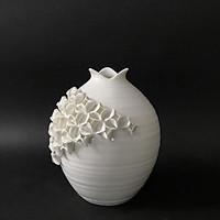 Lọ gốm đính hoa trắng nổi