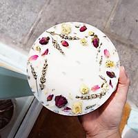 Nến thơm bằng tinh dầu hữu cơ của hoa oải hương, trang trí nụ hồng, hoa lavender và hoa cúc