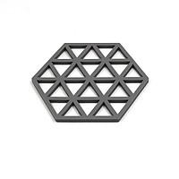 Đế lót nồi Silicone chịu nhiệt họa tiết tam giác 15,5x13,5cm