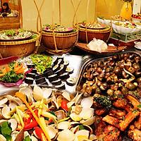 Buffet Trưa Gánh Palace 4* - Hải Sản 3 Miền Tại Phố Đi Bộ Nguyễn Huệ Không Phụ Thu Cuối Tuần
