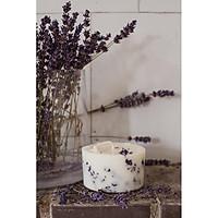 Nến thơm cao cấp bằng sáp đậu nành với tinh dầu hoa oải hương, trang trí bằng hoa oải hương