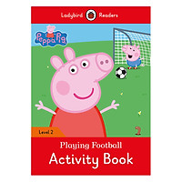 Peppa Pig: Playing Football Activity Book- Ladybird Readers Level 2 (Paperback)