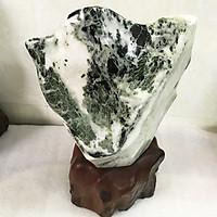 Cây đá tự nhiên màu xanh hình chữ V độc đáo cao hơn 45 cm nặng hơn 12 kg chân đế gỗ rừng damenhhoa