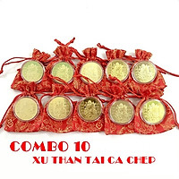 Combo 10 xu Thần Tài màu vàng Cá Chép tặng kèm túi gấm (giao màu ngẫu nhiên), dùng để trang trí nhà cửa, xỏ lỗ đeo dây hoặc bỏ vào túi mang theo - TMT Collection - SP005131