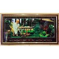 Tranh lịch đồng hồ  Chủ tịch Hồ Chí Minh làm trong vườn hoa - MS617 -4586