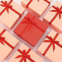 Hộp quà hình vuông có thiệp và xốp màu sang trọng