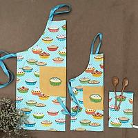 Set 2 tạp dề, yếm nấu ăn, pha chế cho mẹ. Tạp dề nấu ăn, học vẽ cho bé hình chiếc bánh kem, bánh cupcake màu xanh dương đáng yêu. Tặng kèm khăn tay làm bếp cho mẹ