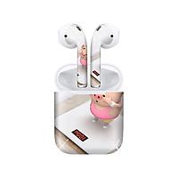 Miếng dán skin chống bẩn cho tai nghe AirPods in hình Heo con dễ thương - HEO2k19 - 016 (bản không dây 1 và 2)
