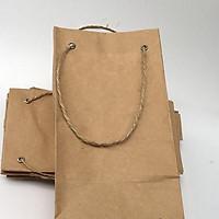 Túi giấy có quai xách kiểu đáy vuông bấm khuyu