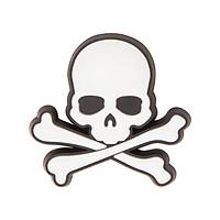 Huy hiệu (Jibbitz) Crocs Skull & Crossbones 10007622 - 1 cái