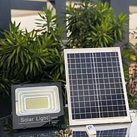 Đèn pha năng lượng mặt trời chống thấm nước IP67 100W. Có sensor cảm ứng sáng tối, tự động bật tắt, chống nước, độ sáng tương đương 100W. An tooàn. Dễ dàng lắp đặt. Không dùng điện