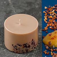 Nến thơm cao cấp bằng sáp đậu nành màu cà phê, hương thơm của tinh dầu cà phê, trang trí bằng những miếng hổ phách Baltic thật.
