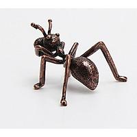 Dụng cụ cắm nhang hình con kiến, Cắm nhang có tăm
