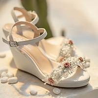 Giày cưới Nghé Art xuồng trắng hoa hồng 290