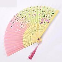 Quạt cổ trang nền hồng xanh lá  nhạt quạt xếp cầm tay phong cách Trung Quốc quạt trúc cầm tay quạt cổ trang in hoa trang trí tặng ảnh thiết kế vcone