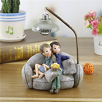 Tượng đôi vợ chồng trẻ hạnh phúc ngồi trên ghế Sofa