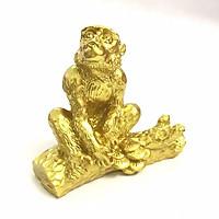 Tượng con Khỉ vàng, chất liệu nhựa được phủ lớp màu vàng óng bắt mắt, dùng trưng bày trong nhà, những nơi phong thủy, cầu mong may mắn, tài lộc - TMT Collection - SP005237