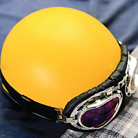 Mũ bảo hiểm 1/2 SRT vàng nhám lót đen trơn kèm kính phi công xốp ép nhiệt- khóa đỏ