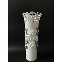 Lọ hoa trang trí thân cao đính hoa hồng trắng