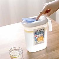 Bình đựng nước để tủ lạnh có quai siêu tiện dụng - Hàng nội địa Nhật