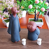 Bộ 02 tượng chú tiểu - Bộ đôi hoàn hảo bằng gốm tử sa - Tặng kèm 2 chú chó con