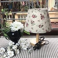 Đèn ngủ để bàn DB-A09 HOA NHÍ HỒNG TÍM, đèn bàn ngủ chóa vải bố linen decor nhà cửa, chân gỗ phong cách, công tắc bật tắt, tặng kèm bóng đèn