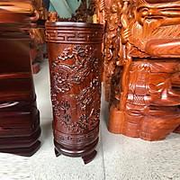 Ống gỗ đựng nhang hương trên bàn thờ