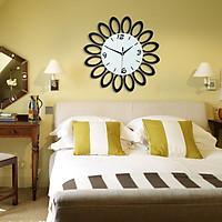 Đồng hồ treo tường cánh hoa đen DHTT002