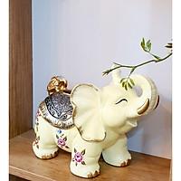 Tượng voi vàng họa tiết hoa hồng đựng giấy ăn