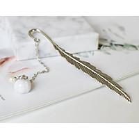 Bookmark Lông vũ kim loại mặt dây chuyền - Hoa anh đào tím