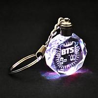 Móc khóa phát sáng khắc chữ nhóm BTS