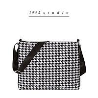 Túi xách nữ/ 1992 s t u d i o/ CLARIS BAG/ Túi đi học/ túi công sở/ túi đựng laptop/ họa tiết houndstooth