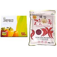 Combo Găng Tay Nilon Myungjin Hàn Quốc Dùng 1 Lần Hộp 50 Cái (24x28cm) + Ớt Bột Dea Joo Gói 200g Cao Cấp Hàn Quốc