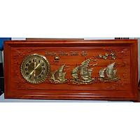 Tranh gỗ hương đục nổi mạ vàng gắn đồng hồ- Thuận Buồm Xuôi Gió -TG263