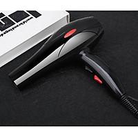 Máy sấy tóc chuyên dụng 8018 công suất 2000W với thiết kế nhỏ gọn hiện đại. Tặng kèm 5 phụ kiện cực tiện dụng