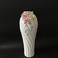 Bình gốm đính hoa hồng nổi