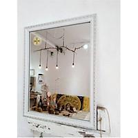 Gương soi khung màu trắng họa tiết