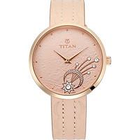 Đồng hồ đeo tay hiệu Titan 95083WL01; kèm bộ trang sức gồm 4 bông tai và hộp