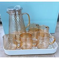 Bộ bình nước thủy tinh chịu nhiệt cao cấp kèm 6 cốc vân nhám vàng nắp inox - ANTH344