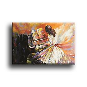 Tranh Canvas Vicdecor TCV0039 Cô Gái Bên Piano