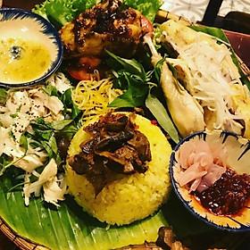 Gà Lên Mâm Nguyên Con Tại Cô Quyên Xứ Quảng Tại Asian Food-TT GIGAMALL