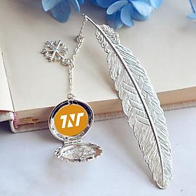 ( không kèm hộp ) Bookmark lông vũ in hình nhóm nhạc TNT THỜI ĐẠI THIẾU NIÊN ĐOÀN idol kim loại mỏng
