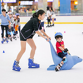 Vé vào cửa + Gói thuê giày trượt + Thuê công cụ hình Chim Cánh Cụt tại Sân băng Vincom Ice Rink Landmark 81 - Áp dụng thứ 7, chủ nhật