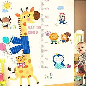 Decal dán tường cho bé hình thước đo hươu cao cổ quàng khăn